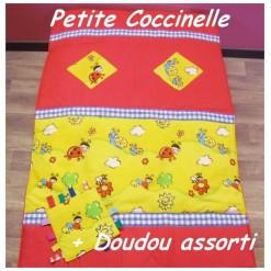 COUVERTURE Matelassée bébé + DOUDOU Assorti / PETITE COCCINELLE